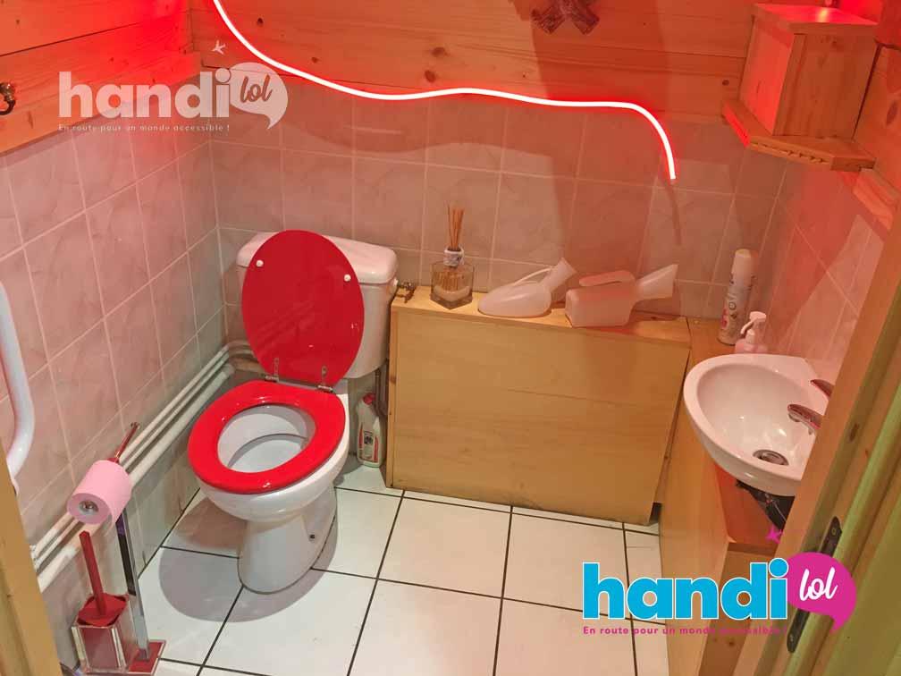 Toilettes du cabinet du docteur Francoz à Pralognan