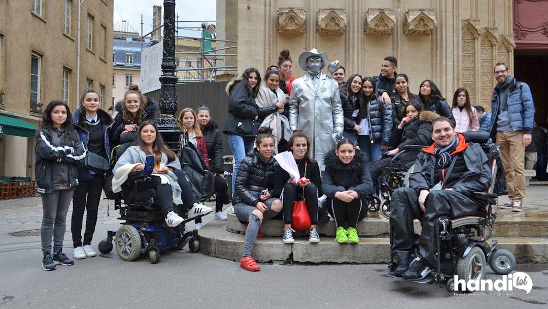 Sortie scolaire en fauteuil roulant à Lyon et sensibilisation à l'accessibilité